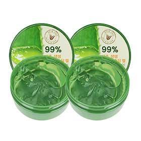แพ็คคู่ The Saem Jeju Fresh Aloe Soothing Gel 99% (300ml x2) มอยซ์เจอร์ไรซ์เซอร์บำรุงผิวเจลนุ่มและบางเบา เพิ่มความเข้มข้นของ Aloe Vera มากขึ้นเป็น 99% เพื่อการบำรุงที่ล้ำลึกมากยิ่งขึ้นกว่าเดิม