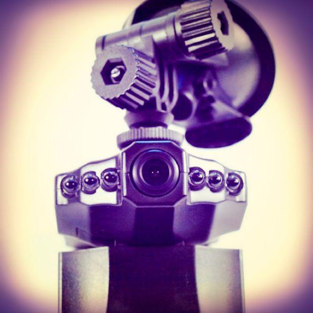 กล้องหน้าติดรถยนต์ ทุกรุ่นทุกยี่ห้อ ติดตั้งง่าย คุณภาพของการบันทึก HD DVR มีระบบ Infrared บันทึกได้แม้อยู่ในที่มืด