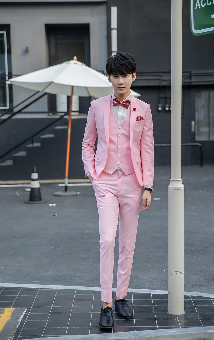 สูทชาย,ชุดสูท สีชมพู +เสื้อกั๊ก พร้อมส่ง M,L