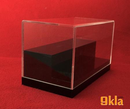 35x20x30cm กล่องโชว์ พร้อมบันได 3 ขั้น แนวนอน อะครีลิค2mm [**สินค้าพร้อมส่ง สั่งได้เลย]