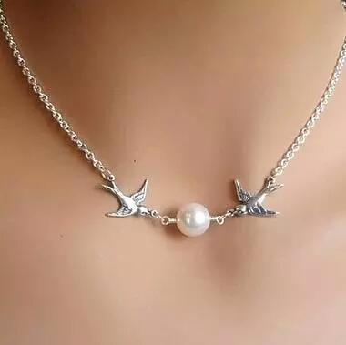 เติมความน่ารักด้วย Love Bird Necklace สร้อยคอนกคู่รักสีเงิน