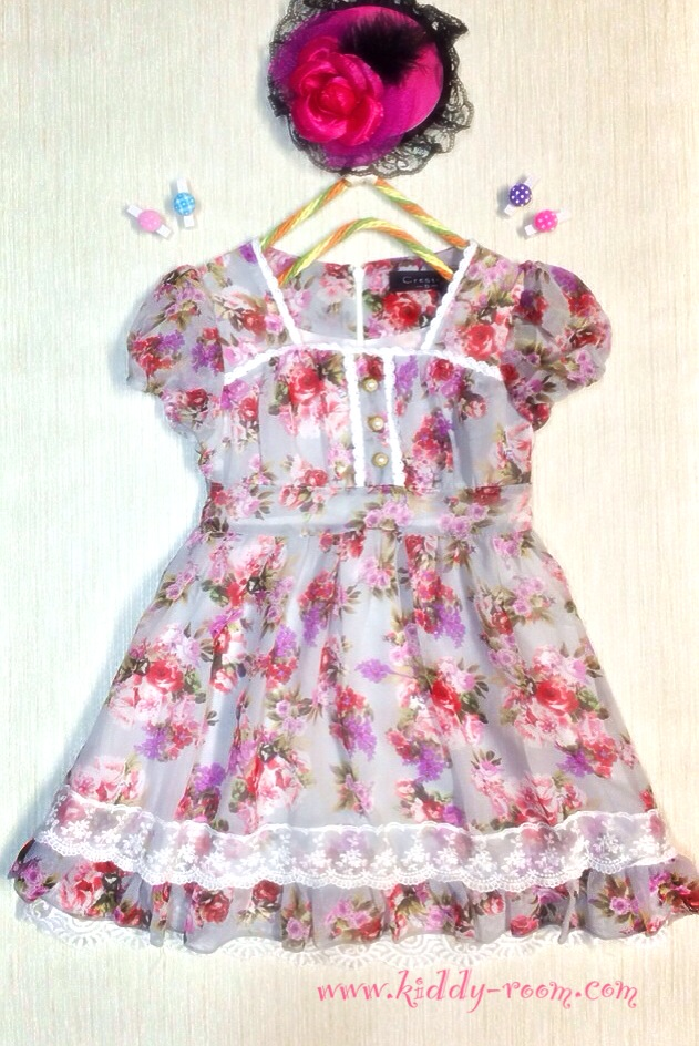 เดรสผ้าชีฟองนิ่มๆ แนววินเทจ (Vintage) สีเทา ลายดอกไม้สีหวาน สบายตา แต่งลูกไม้พร้อมซับใน ใส่ไปงานก็ได้นะคะ น่ารัก ดูดีมากค่ะ size 5-15
