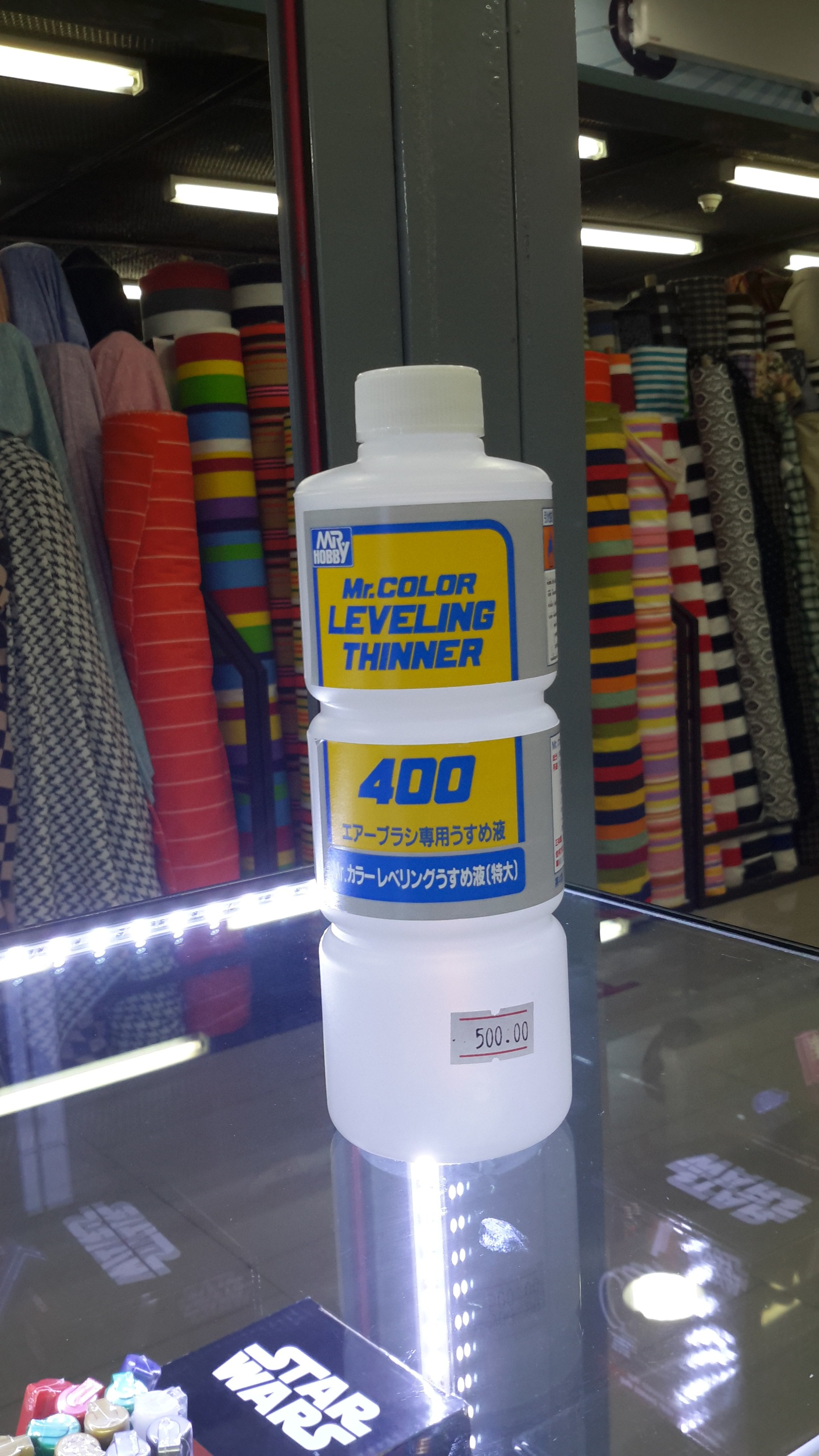 Mr.Color Leveling Thinner สลากสีเหลือง เป็นทินเนอร์สูตรแห้งช้า ใช้ทำงานกับสีที่มันวาว