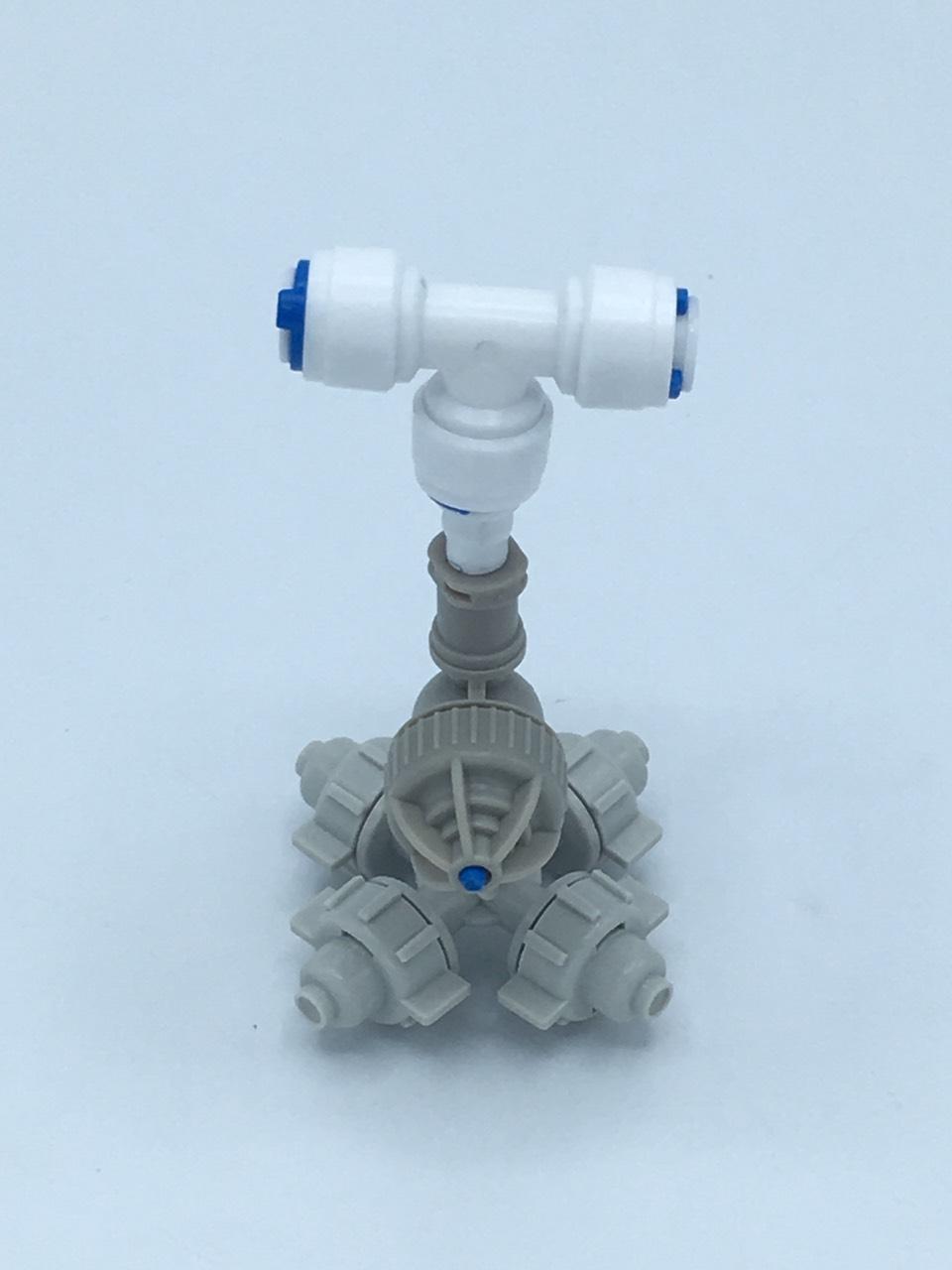 หัวพ่นหมอกเนต้าฟิล์ม 4 ทาง 0.6 mm. + ข้อต่อ 3 ทาง เสียบสาย 6 mm.