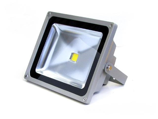 โคมไฟสปอร์ตไลท์ LED 50W 12/24V ( สีวอร์ม )