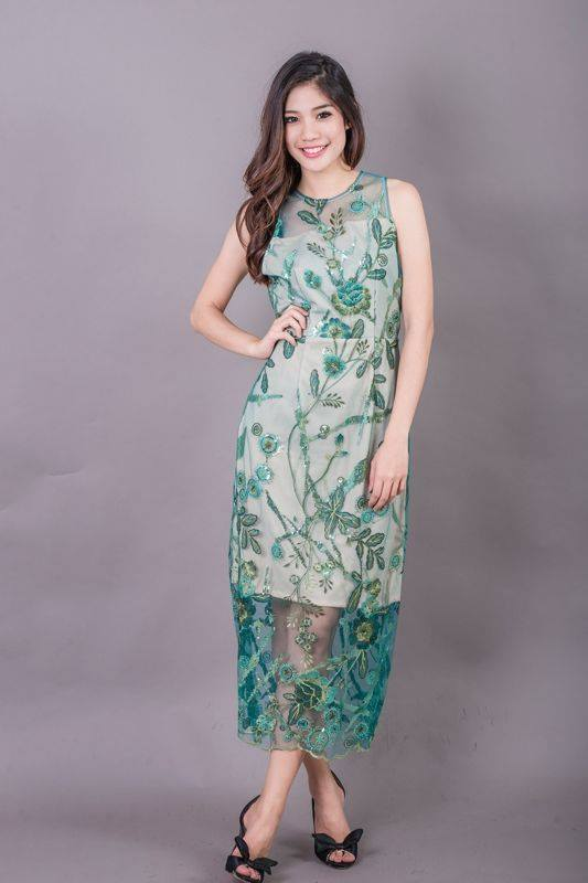 Allure Maxi Lace Dress สีเขียว