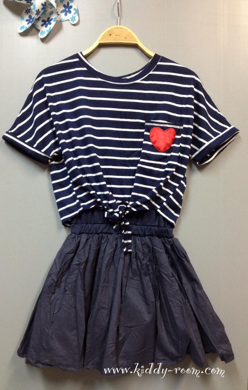 (เด็กโต) ชุดกระโปรงผ้ายืด 2 ชิ้น สีกรม ด้านในเป็นชุดสายเดี่ยว มีเสื้อคลุมริ้วด้านนอก แยกชิ้นกันค่ะ ไซส์ค่อนข้างใหญ่นะคะ