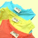 Hallo Heidi---เสื้อ i'm soft รุ่นสี candy มีคอระบายน่ารักๆ มีกระดุมเล็กๆ ตรงคอเสื้อ ช่วยให้ใส่ง่าย ผ้าเนื้อนุ่ม ระบายอากาศได้ดี มีไซส์น้องเบบี๋ จนถึง 2 ขวบเลยค่ะ size 0, 1, 2