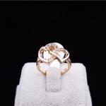 Gold Double Heart Ring แหวนสีทองรูปหัวใจคู่แต่งคริสตัล