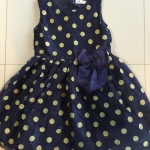 HM (ชนช๊อป) Jersey Dress-Navy blue ชุดกระโปรงแขนกุดสีกรม ลายจุดสีทอง หรูดูดี ติดโบว์ใหญ่ๆ ใส่ไปงานได้เลยค่ะ size 1-14