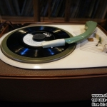 "SUPER VINTAGE PHILIPS ""JUNIOR"" RECORD PLAYER / GRAMOPHONE รหัส20360pr"