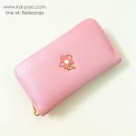 กระเป๋าสตางค์ใบกลางสีชมพู แบบซิปรอบสีทอง ประดับอะไหล่รูปดอกไม้