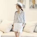 เสื้อเชิ๊ตแฟชั่นชุดทำงานพร้อมส่ง เสื้อเซิ๊ตแขนยาวดีไซต์เก๋สไตส์เกาหลี แต่งลายสีดำขาว +พร้อมส่ง+