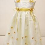 เสื้อผ้าเด็กหญิงสีครีมปักลายทอง LL27